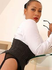 Ebony leg mistress